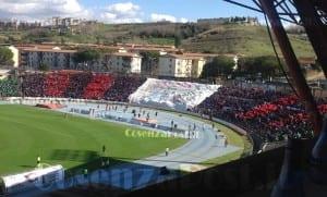 Cosenza Calcio Curva Tifosi Centenario - Il Cosenza si prepara al match contro il Gavorranno ma probabilmente dovrà fare a meno di De Angelis e Mannini, entrambi per distorsione al ginocchio