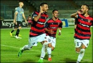 Caccavallo dopo il gol del primo vantaggio rossoblu (photo Mannarino)